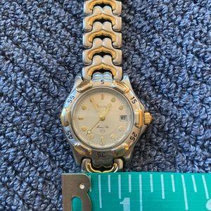 Bulova women's size watch ⏱🌷